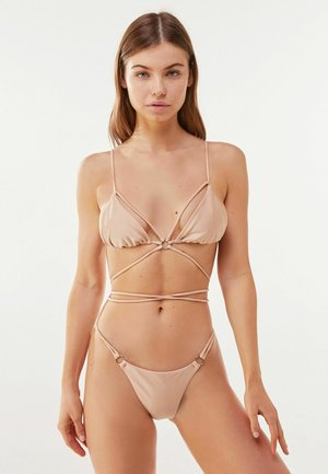 WITH METAL HOOPS - Bikinialaosa - nude