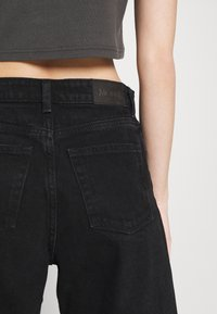 Monki - AGATHA CULOTTES - Shorts di jeans - black dark - 6