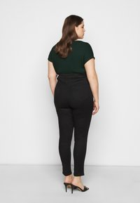 New Look Curves - WASHED LIFT AND SHAPE - Jeans Skinny Fit - black - 2