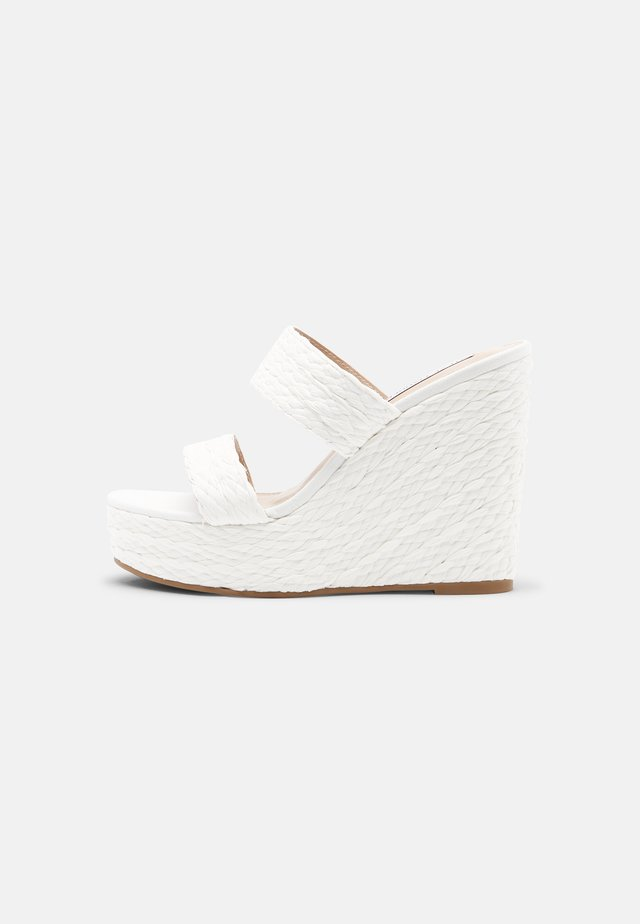 SUNFLOWER WEDGE - Pantofle na podpatku - white