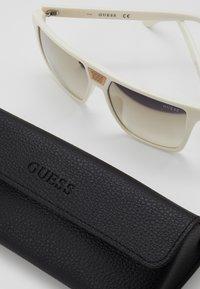 Guess - Sluneční brýle - white - 2
