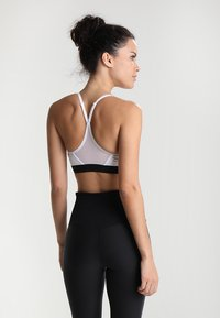 Nike Performance - INDY BRA - Sport BH - white/black/black - 2