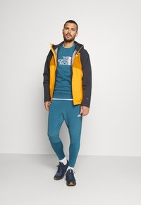 The North Face - STRATOS JACKET  - Outdoorjas - yellow - 1