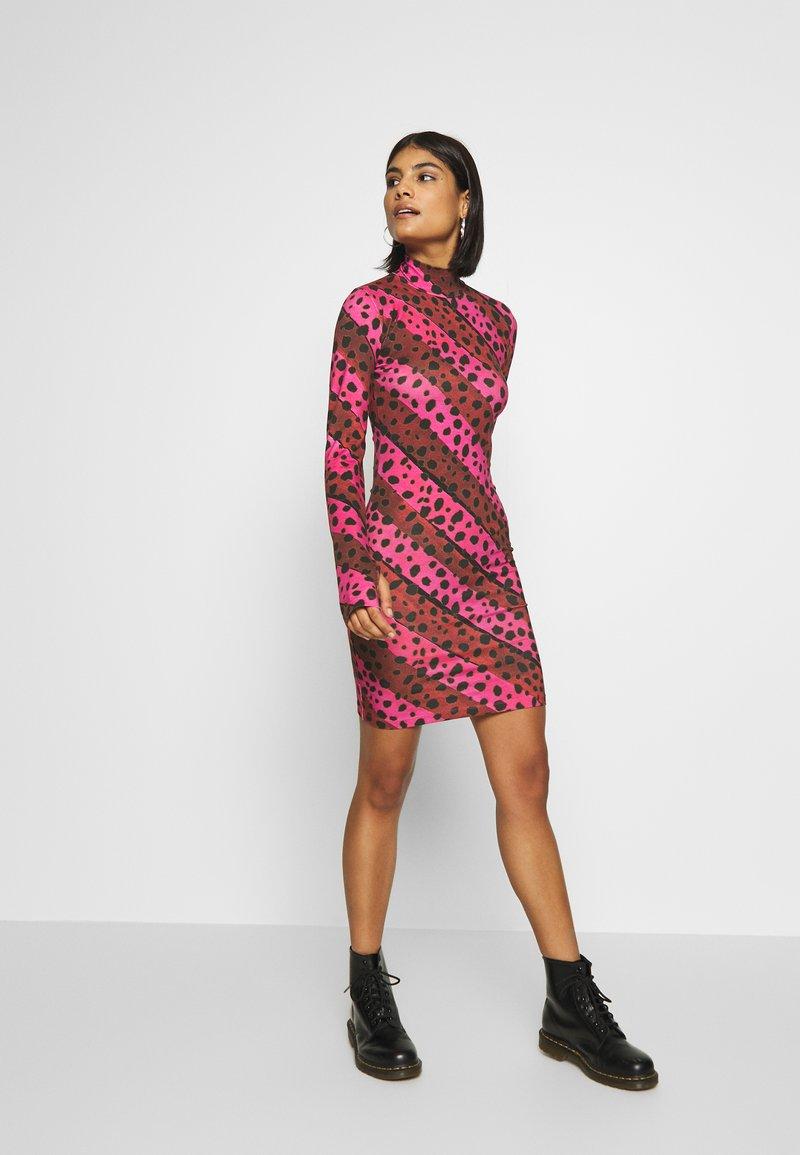 house of holland leo mini dress - freizeitkleid - pink/multi