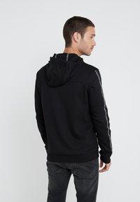 HUGO - DERCOLANO - Bluza z kapturem - black - 2