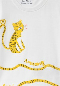 Blue Seven - SMALL GIRLS TIGER - T-shirt con stampa - white - 2