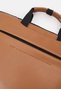 anello - BUSINESS BAG UNISEX - Borsa porta PC - tan - 3