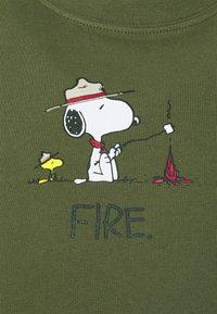 Element - PEANUTS - Print T-shirt - army - 2
