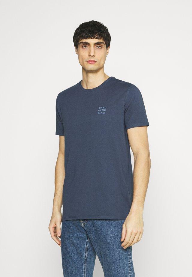 LOGO PRINT - Print T-shirt - grayish blue