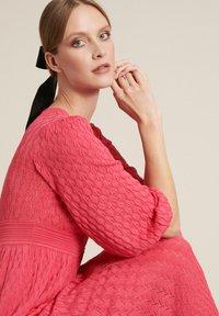 Luisa Spagnoli - CARMEL - Vestido de punto - corallo - 2