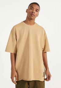 Bershka - Jednoduché triko - beige - 0
