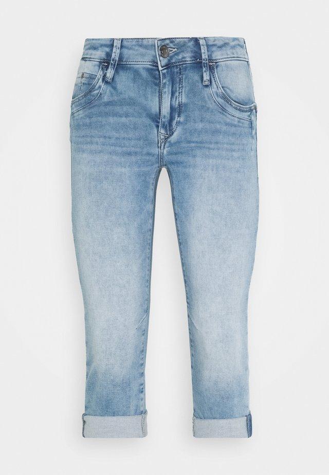 ALMA - Jeansshort - light-blue denim