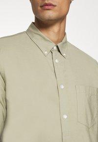 ARKET - Shirt - khaki green dusty light - 6