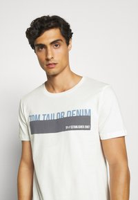 TOM TAILOR DENIM - Print T-shirt - blanc de blanc white - 3