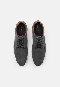 Pier One - Zapatos con cordones - black - 3
