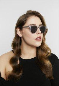 CHiMi - Sunglasses - litchi black - 1