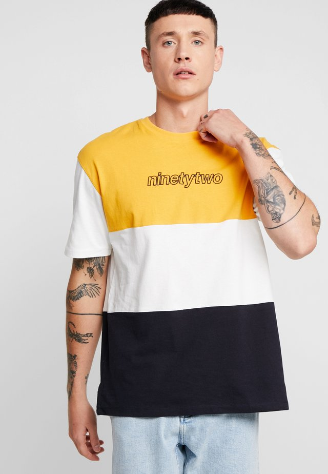 BLOX TEE - T-shirt con stampa - yellow