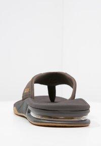Reef - Sandály s odděleným palcem - brown - 3