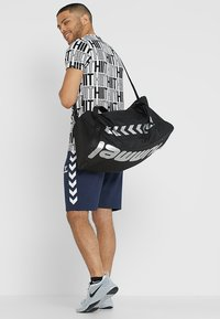 Hummel - CORE SPORTS BAG - Sports bag - black - 1