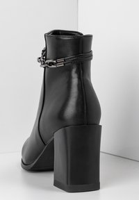 Betsy - High heeled ankle boots - schwarz - 4