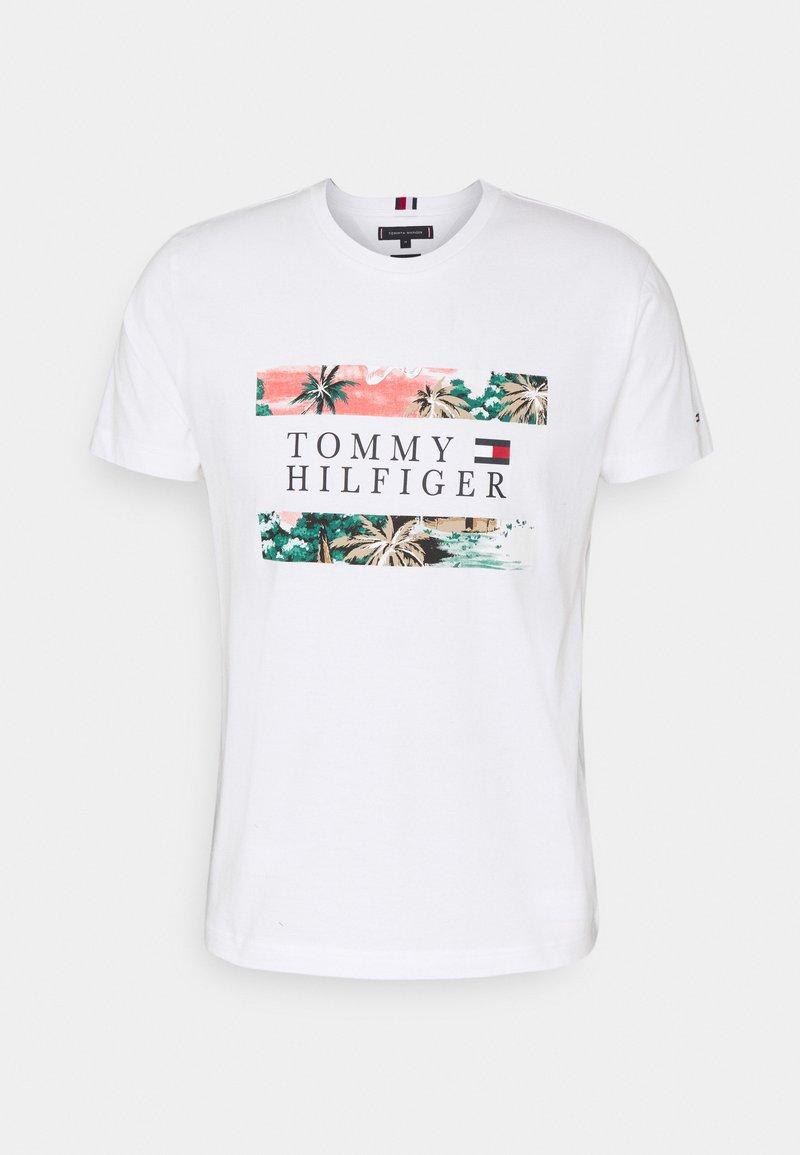 Tommy Hilfiger - HAWAIIAN FLAG TEE - Printtipaita - white