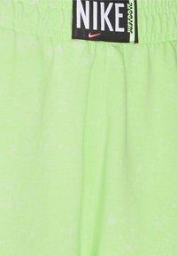 Nike Sportswear - WASH PANT - Pantalones deportivos - ghost green/black - 6