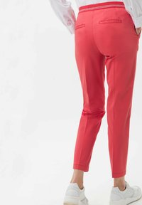 BRAX - STYLE MARON - Trousers - coral - 2