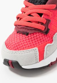 adidas Originals - NITE JOGGER - Slip-ins - shock red/grey two - 2