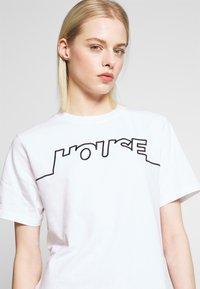 House of Holland - HOUSE TSHIRT - Print T-shirt - white - 4