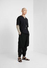 3.1 Phillip Lim - OVERSIZED BOXY VNECK TEE - T-shirt basique - black - 1