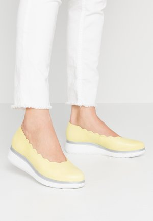 A-9701 - Slip-ons - sunny