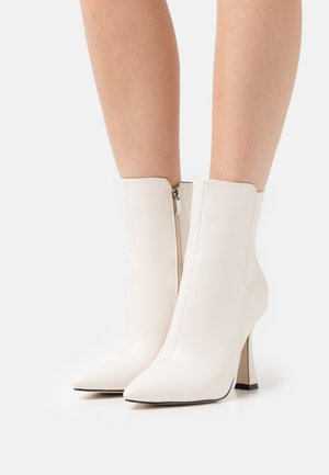 JANEIRO - Classic ankle boots - offwhite