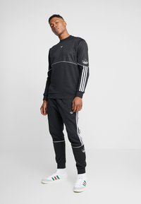 adidas Originals - OUTLINE TREFOIL CREW LONG SLEEVE PULLOVER - Bluza - black