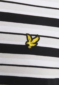Lyle & Scott - STRIPE - Print T-shirt - jet black - 2