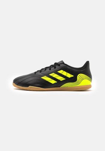 COPA SENSE 4  - Indoor football boots - core black/solar yellow