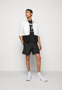 Neil Barrett - ALL OVER SMALL THUNDERBOLT - Shorts - black/white - 1