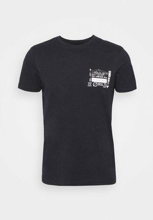 SAMWELL - T-shirt med print - rich navy/optic white