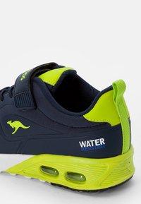 KangaROOS - Sneaker low - navy/lime - 5