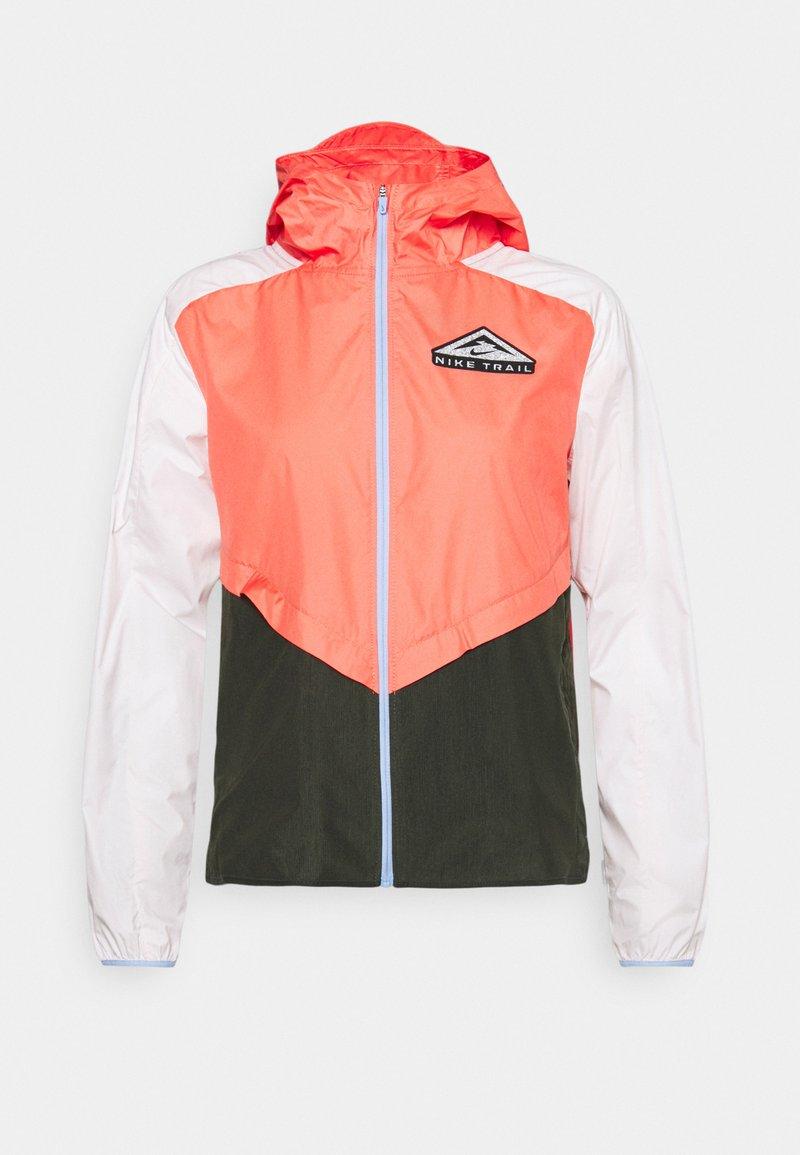Nike Performance - TRAIL - Běžecká bunda - magic ember/light soft pink/aluminum
