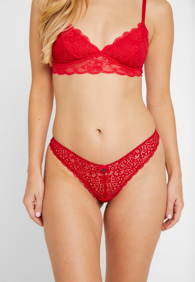 EMMELINE THONG - Thong - pillarbox red