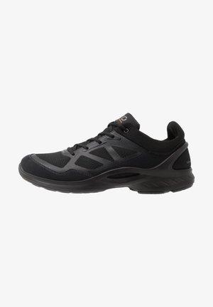 BIOM FJUEL - Walking trainers - black