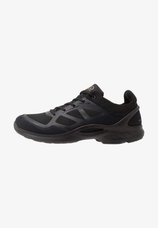 BIOM FJUEL - Sportieve wandelschoenen - black