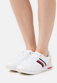 Tommy Hilfiger - CASUAL CITY RUNNER - Tenisky - white - 0