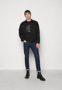 Emporio Armani - POCKETS PANT - Slim fit jeans - dark-blue denim - 1