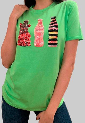 BOTELLAS - Camiseta estampada - verde