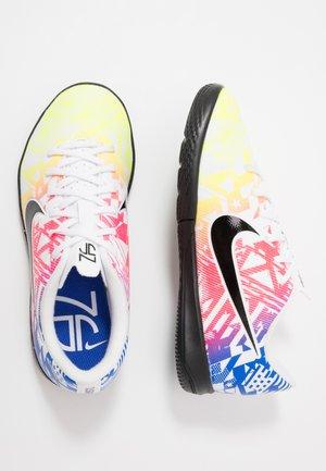 VAPOR 13 ACADEMY NEYMAR IC - Indoor football boots - white/black/racer blue/volt