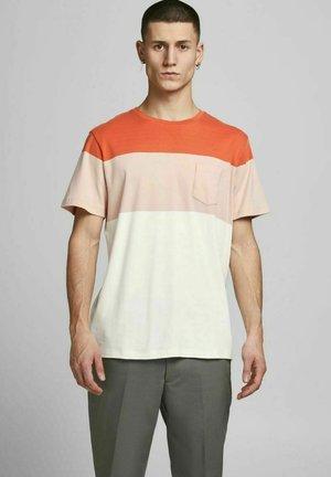 JPRBLAREPEAT TEE CREW NECK - Print T-shirt - mecca orange