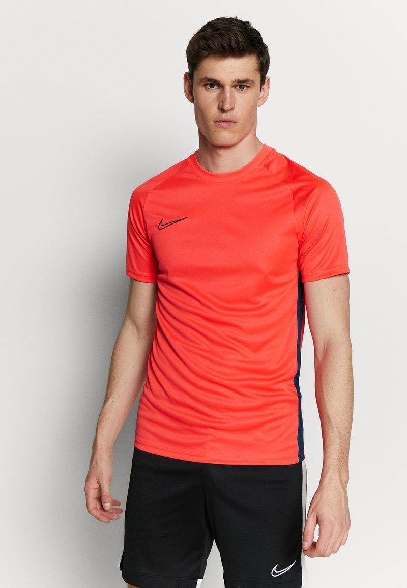 Nike Performance - DRY ACADEMY - Print T-shirt - laser crimson/valerian blue