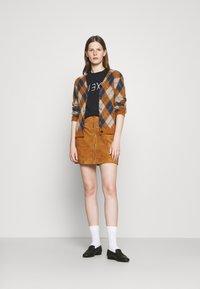 Alexa Chung - ALEXA BOXY TEE - T-Shirt print - black - 1