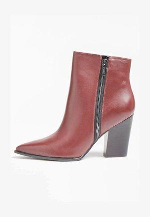 JAKIRA - Classic ankle boots - bordeaux